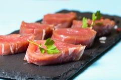 Piatti Cucina In Ardesia : Piatto rettangolare in ardesia nera fotografia stock immagine di