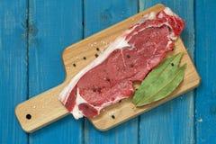 Carne cruda con pepe nero Fotografia Stock
