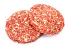 Carne cruda de la hamburguesa de la carne de vaca en el fondo blanco Fotos de archivo libres de regalías