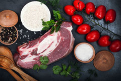 Carne cruda del manzo, petto di manzo per lo stufato immagini stock