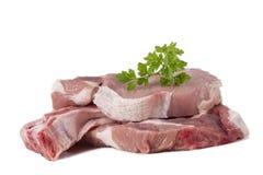 Carne cruda della cotoletta della carne di maiale isolata su bianco Immagini Stock