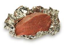 Carne cruda en una hoja Fotos de archivo
