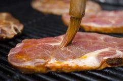 Carne cruda sulla griglia Fotografia Stock