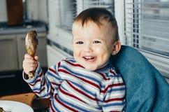 Carne da criança nas mãos Foto de Stock