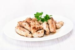 Carne da galinha cortada na placa branca Fotos de Stock