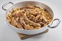 Carne de carne de porco do cassola de Cassoeula em um potenciômetro Imagem de Stock Royalty Free