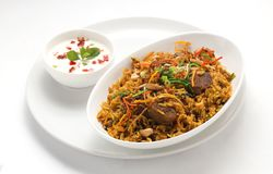 Carne de carneiro picante Biryaani e raita foto de stock