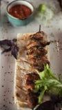 Carne de cerdo asada a la parrilla del kebab fotos de archivo