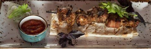 Carne de cerdo asada a la parrilla del kebab fotografía de archivo