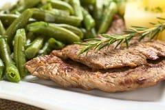 Carne de la carne de vaca con las habas verdes Fotografía de archivo libre de regalías