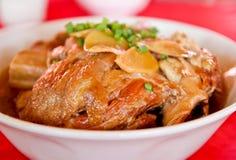 Carne de porco assada no prato branco grande Imagens de Stock Royalty Free