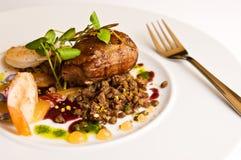 Carne de carne de porco com o camarão na placa branca Fotos de Stock Royalty Free