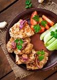 Carne de porco cortada grelhada com vegetais Fotografia de Stock Royalty Free