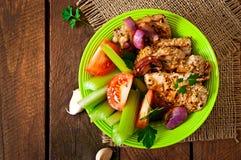 Carne de porco cortada grelhada com vegetais Imagem de Stock Royalty Free