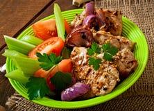 Carne de porco cortada grelhada com vegetais Fotos de Stock