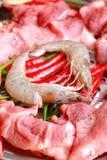 Carne de porco crua no corte. camarão e vegetais Imagens de Stock Royalty Free
