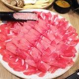 Carne de porco da corrediça do frescor no prato para a grade Fotografia de Stock