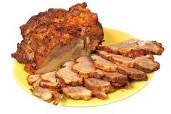 Carne de porco de assado cinzelada no prato Fotos de Stock Royalty Free