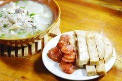 A carne de porco de Fried Vietnamese e a salsicha chinesa comem com arroz fervido peixes fotos de stock
