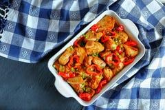 Carne de carne de porco deliciosa fritada com vegetais Imagem de Stock
