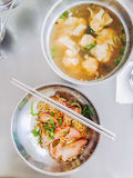 Carne de porco do macarronete e água das bolinhas de massa Imagem de Stock