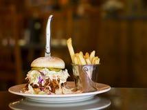 Carne de porco e sanduíche puxados do slaw do cole Imagem de Stock Royalty Free