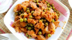 Carne de porco fritada com caril vermelho Imagens de Stock Royalty Free