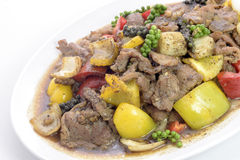 A carne de porco fritada deliciosa da pimenta preta fritou com pimentões tailandeses Fotos de Stock