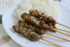 Carne de porco grelhada com arroz pegajoso Fotografia de Stock Royalty Free