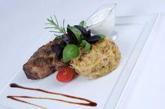 Carne de porco grelhada com molho novo do repolho e de alho Foto de Stock Royalty Free