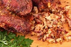 Carne de porco puxada na placa de madeira Foto de Stock Royalty Free