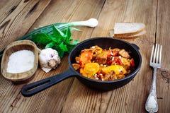 Carne de porco Roasted com pimenta doce e tomates, cebolas, alho Imagens de Stock