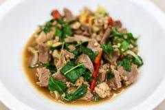 Carne de porco salteado e manjericão Fotos de Stock
