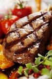 Carne de vaca asada a la parilla Imagenes de archivo