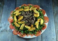 Carne de vaca con la patata frita Imagenes de archivo