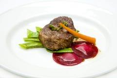 Carne de vaca con las remolochas, zanahorias Foto de archivo libre de regalías