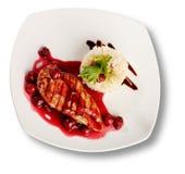 Carne de vaca deliciosa con la salsa de la cereza Foto de archivo libre de regalías