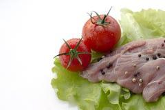 Carne de vaca e ingredientes sin procesar Aislado en el fondo blanco Imagenes de archivo