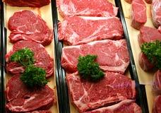 Carne de vaca en una carnicería Imagen de archivo libre de regalías