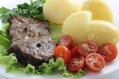 Carne de vaca frita con la patata Imagen de archivo libre de regalías