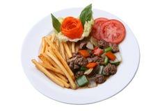 Carne de vaca sofrita con pimienta negra y frieds franceses Imágenes de archivo libres de regalías