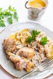 Carne del conejo con la salsa de las pastas y de la verdura Fotos de archivo libres de regalías