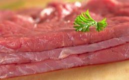 Carne del manzo con il foglio del prezzemolo Fotografie Stock