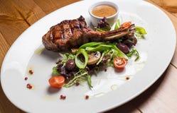 Carne della bistecca di entrecôte con le verdure arrostite Fotografie Stock