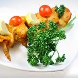 Carne della griglia del pollo con prezzemolo Fotografie Stock Libere da Diritti