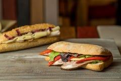 Carne dello spuntino e panino freschi delle verdure Fotografia Stock Libera da Diritti