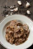 Carne di maiale affettata fritta con aglio e pepe Immagine Stock Libera da Diritti