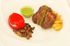 Carne di maiale al forno con le verdure e la salsa Fotografia Stock