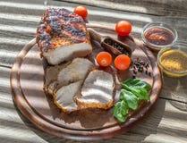 Carne di maiale arrostita con gli ortaggi freschi Fotografie Stock
