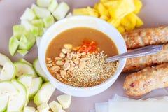 carne di maiale arrostita servita con piccante (Nam Neung) Fotografia Stock Libera da Diritti